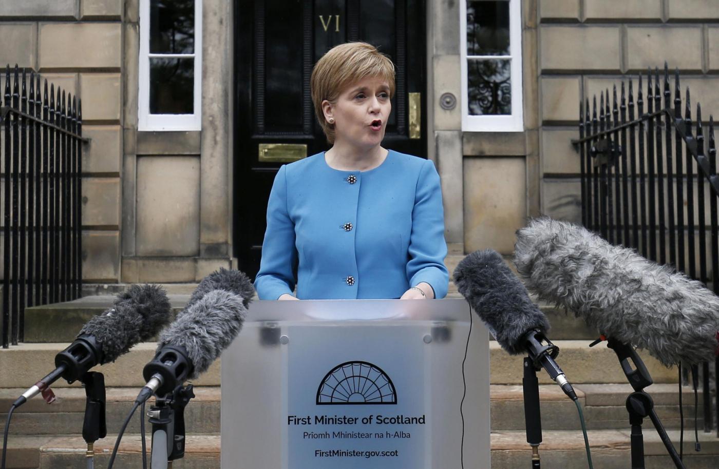 Brexit, conferenza stampa del premier scozzese Nicola Sturgeon a Edinburgo