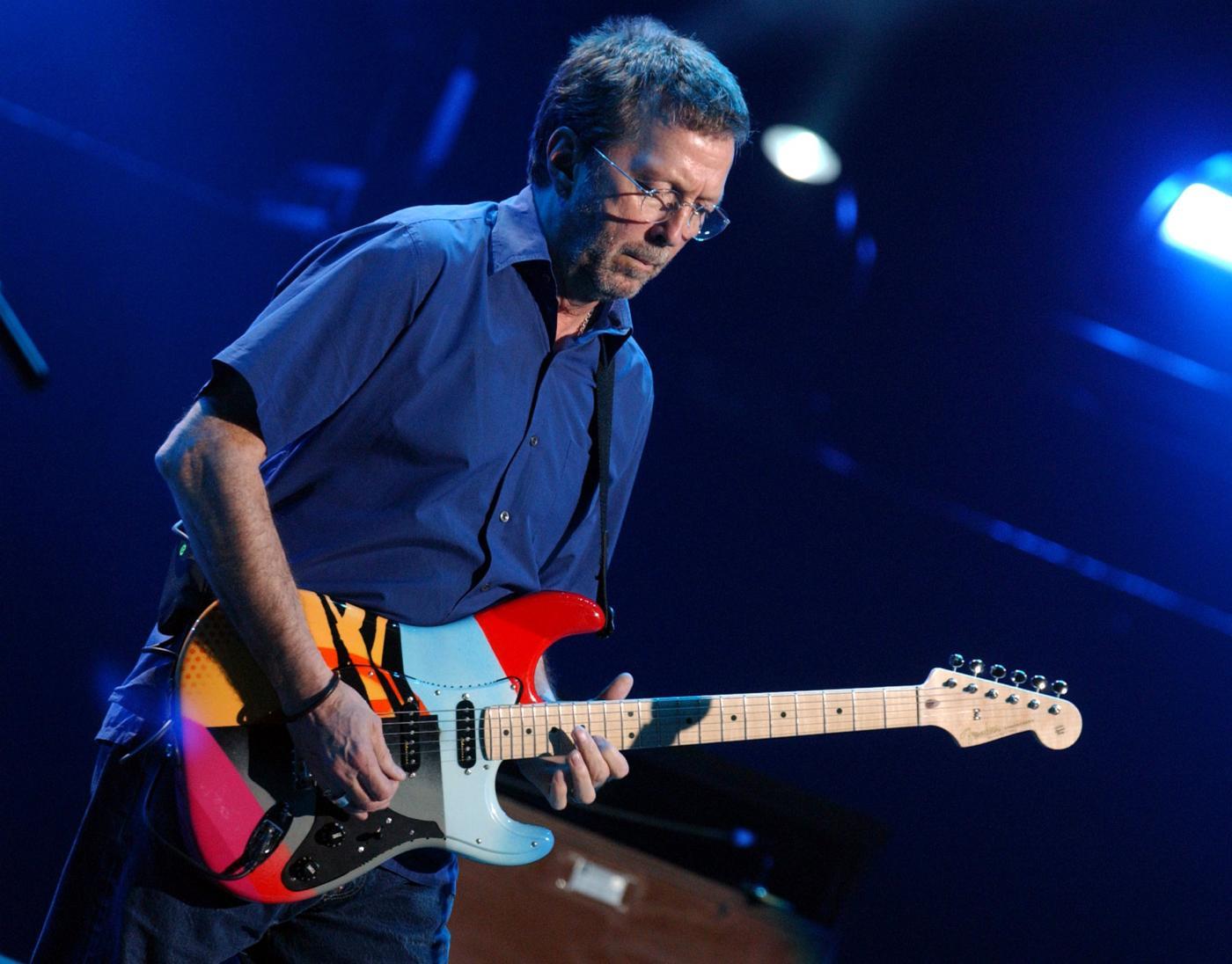 Eric Clapton è malato e fatica a suonare la chitarra