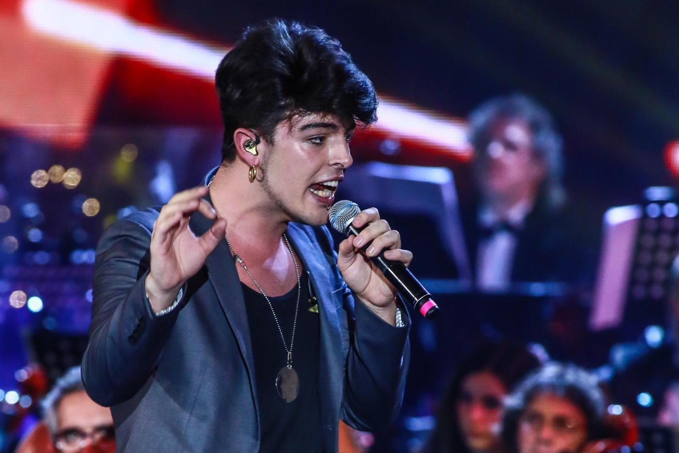 The Kolors agli MTV Awards 2016: Stash sputa sulla telecamera e la band lascia il palco