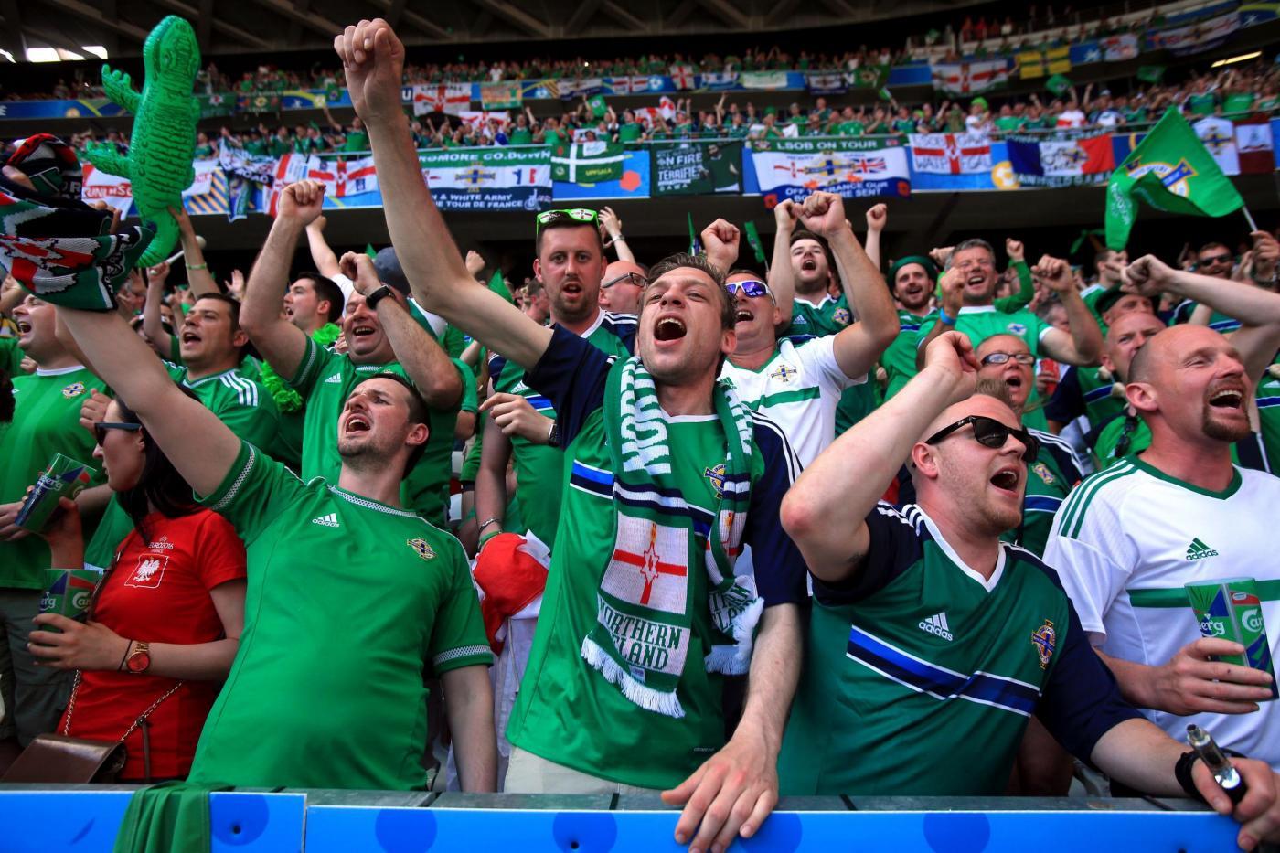 Euro 2016, tifoso ubriaco dell'Irlanda del Nord cade da un parapetto e muore
