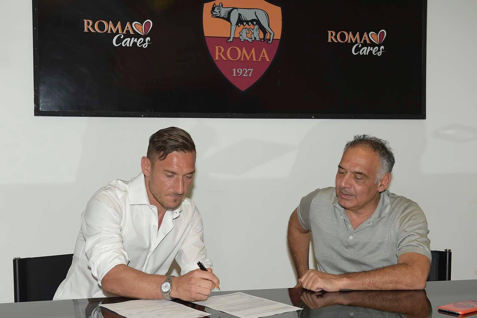 Francesco Totti: è ufficiale il rinnovo con la Roma