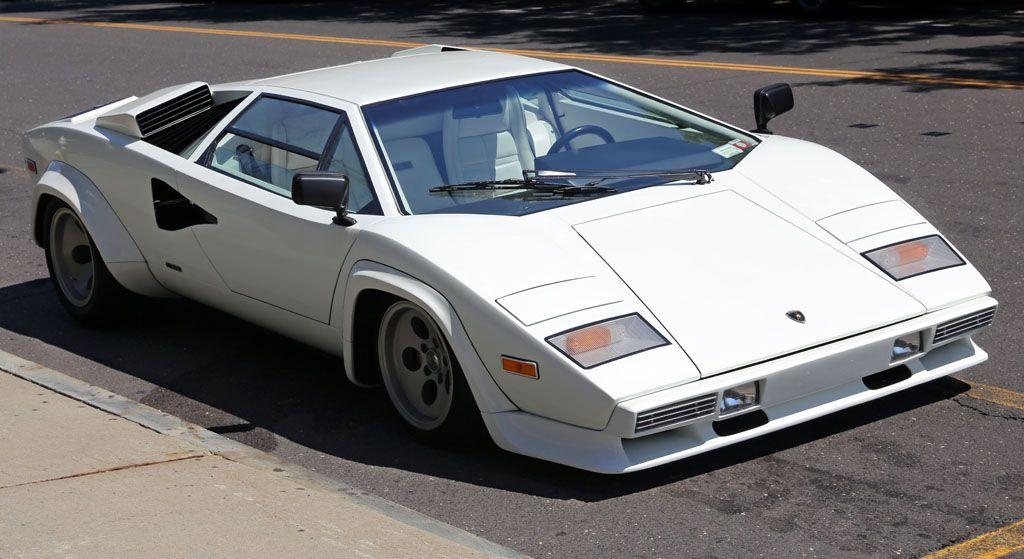 1981_Lamborghini_Countach_LP400S_(S2)_front