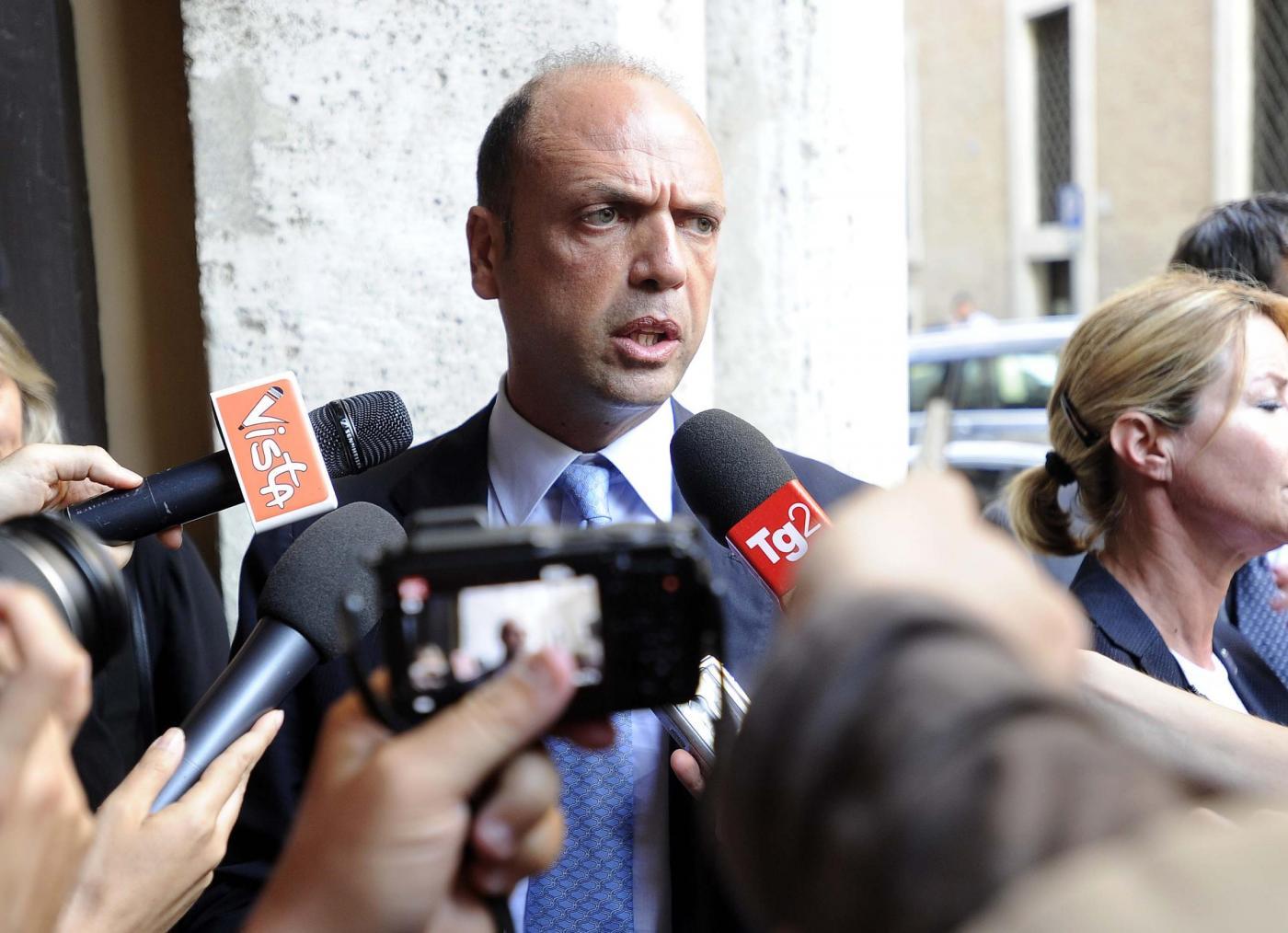 Tangenti a Roma, intercettazioni: 'Il padre di Alfano ha mandato 80 curriculum'