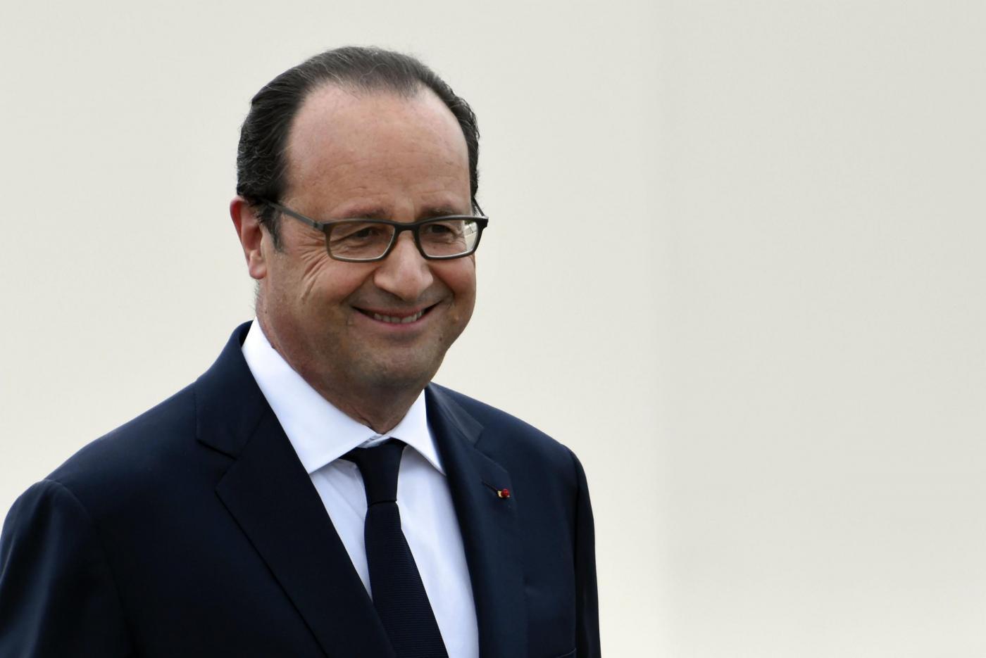 Nizza, Hollande: 'La Francia fornirà armi pesanti alle forze irachene'