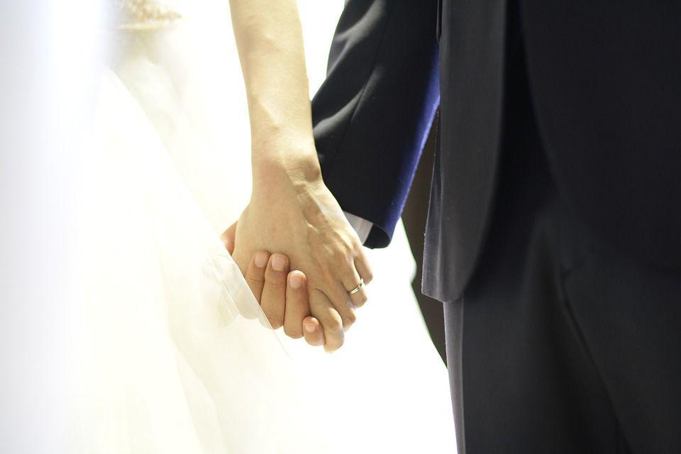 Caltanissetta, lo sposo beccato con una testimone durante le nozze