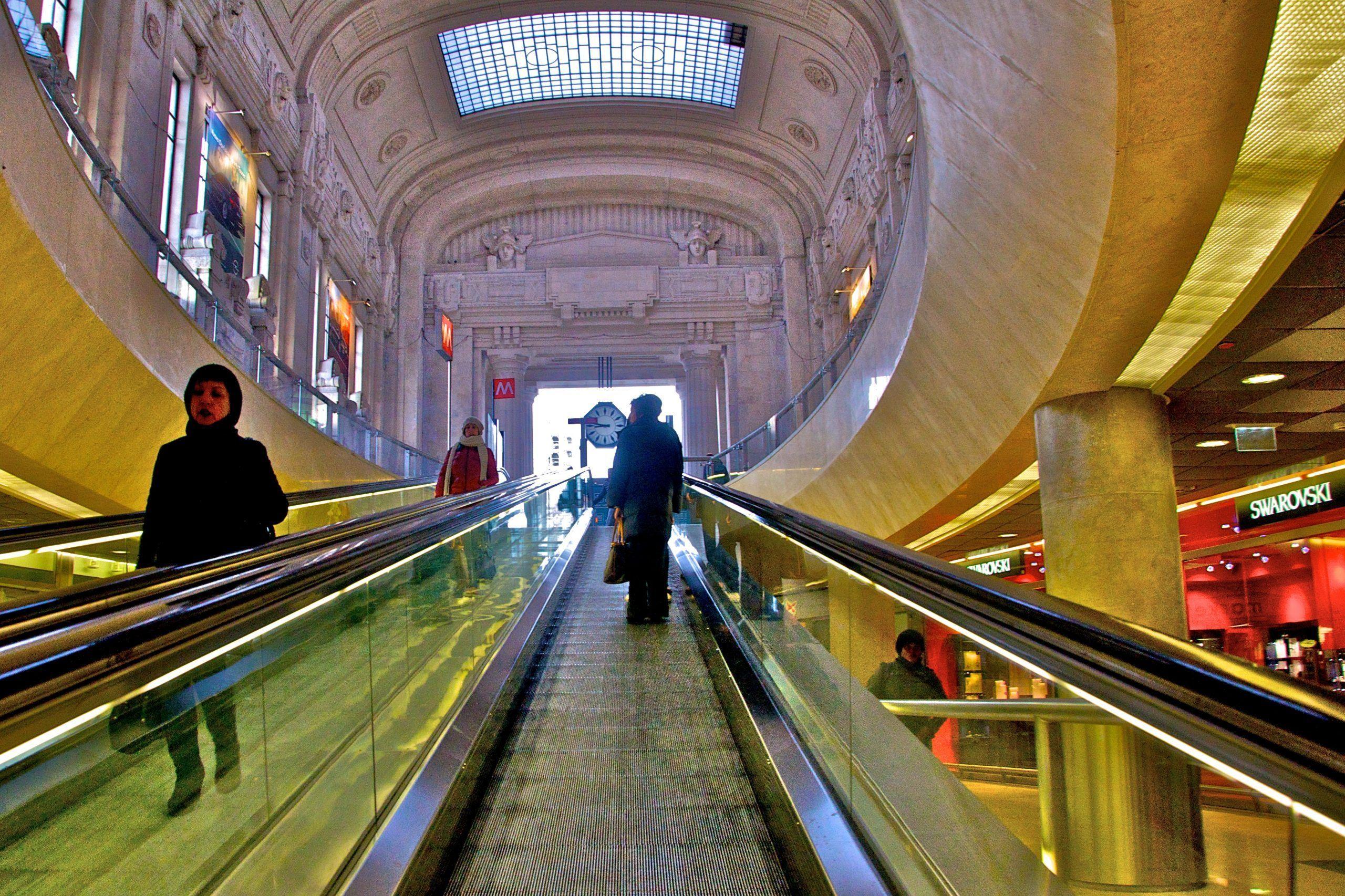Milano, allarme bomba rientrato, il pacco abbandonato in metro conteneva una batteria