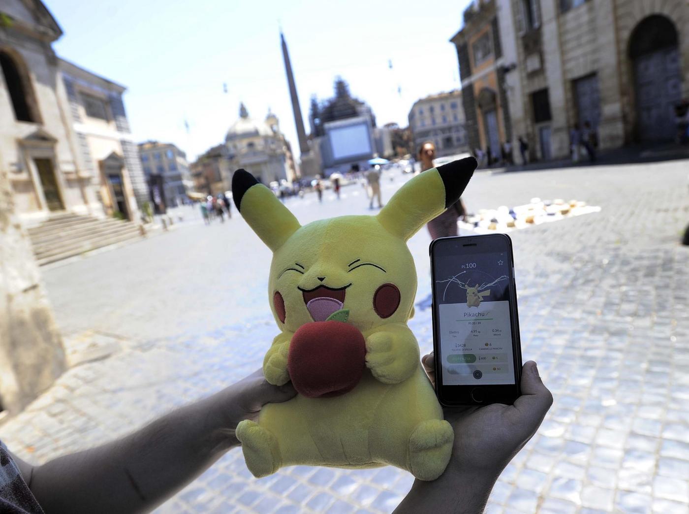 Roma, raduno Pokemon Go in Piazza del Popolo