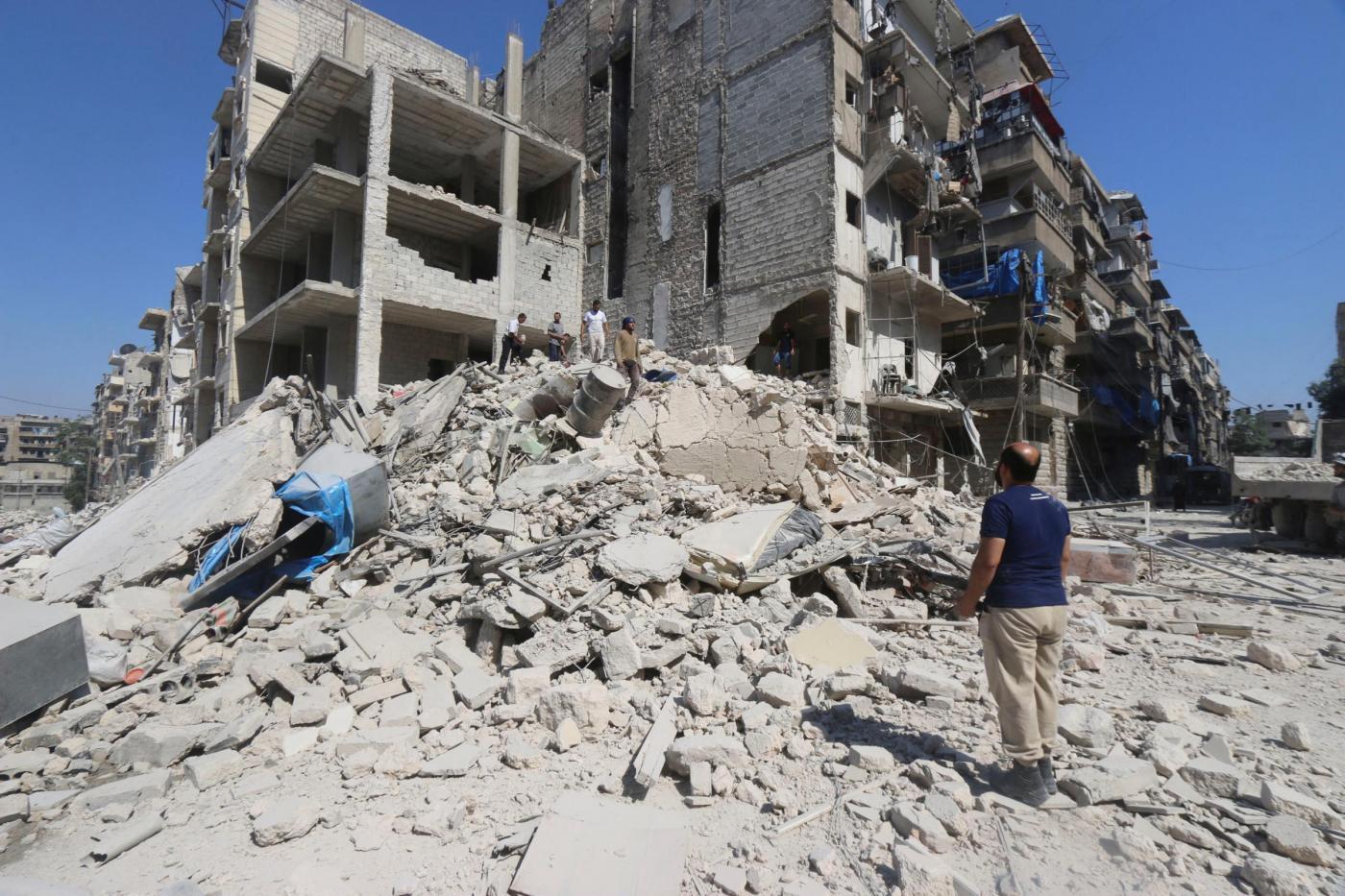 Siria: quattro ospedali bombardati da raid aerei, morto un bimbo