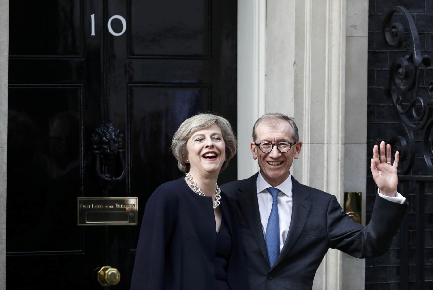 Londra, la regina Elisabetta nomina Theresa May nuovo Premier