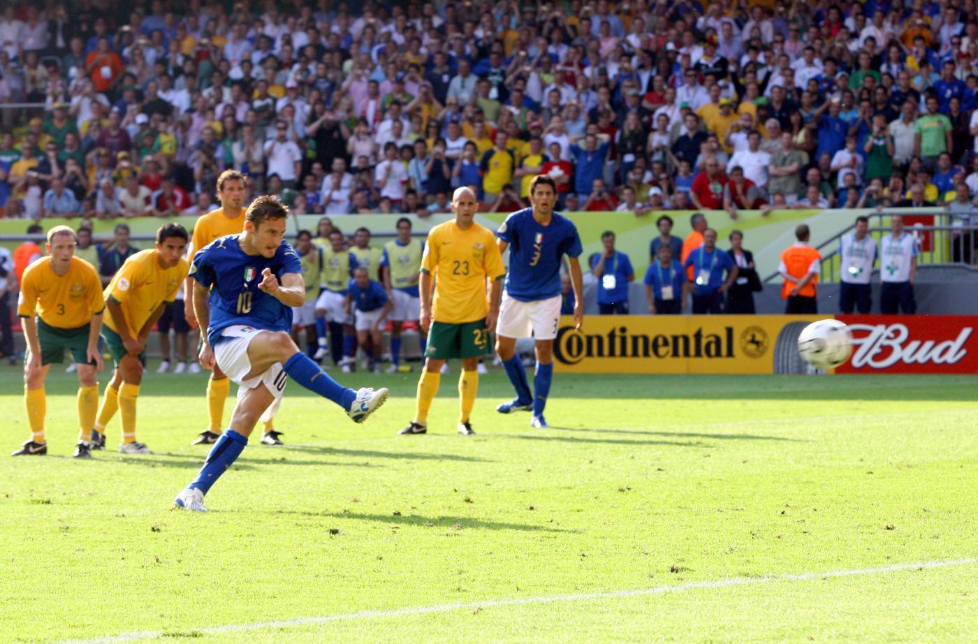 Totti rigore Italia-Australia 1-0 Mondiali 2006