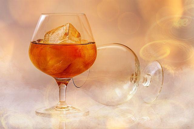 Cancro e alcol: la correlazione negata da aziende produttrici