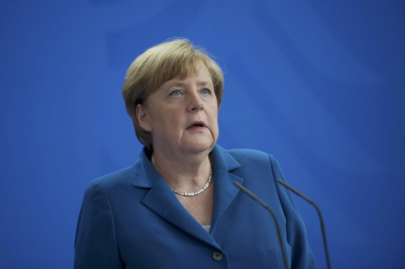 Angela Merkel: 'Continueremo a dare asilo a chi fugge dalla guerra'
