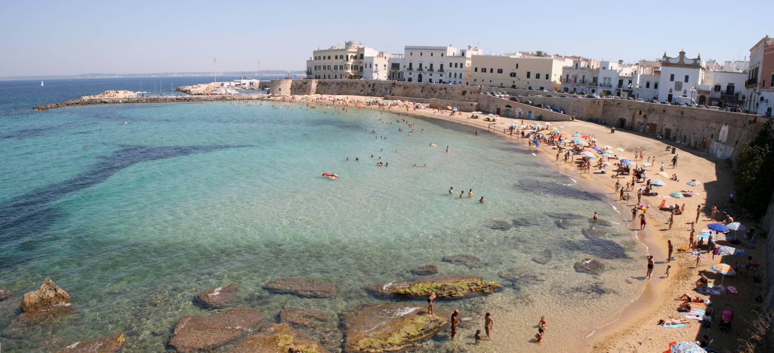Truffa online, affittavano case inesistenti ai turisti: 22 arrestati