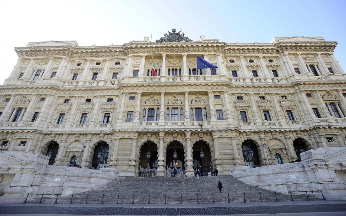 Cassazione, i genitori-nonni di Casale Monferrato potranno riavere la figlia