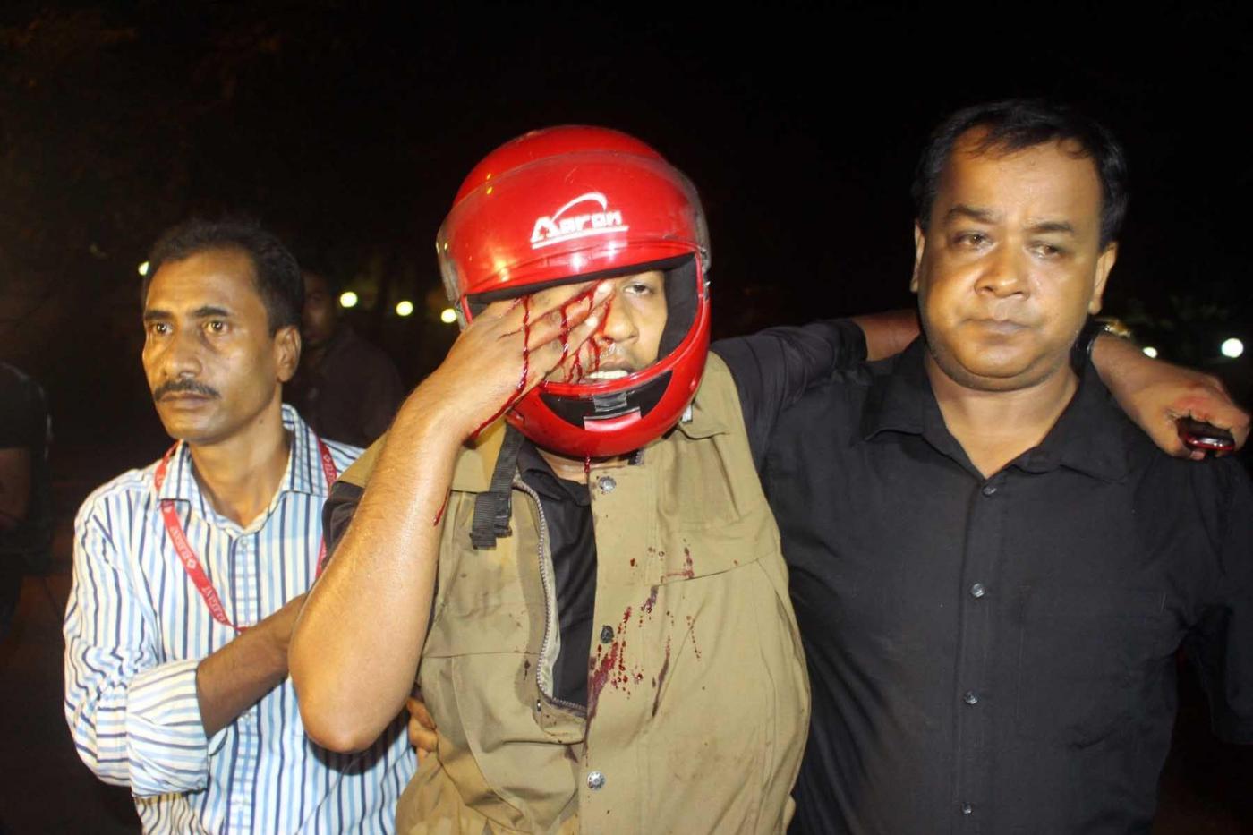Bangladesh, attacco terroristico in un bar a Dacca