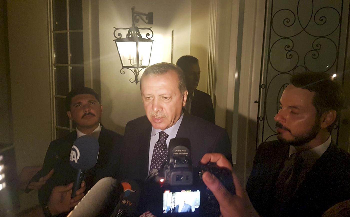Golpe Turchia, Erdogan parla ai media nella località turistica di Marmaris