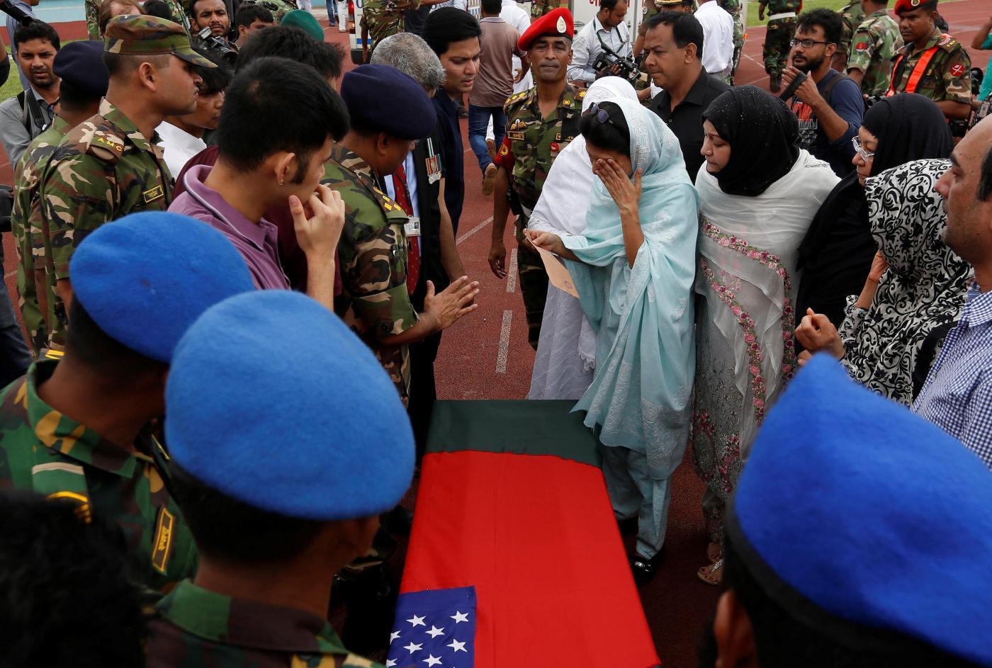 Dacca, i funerali di alcune delle vittime dell'attentato