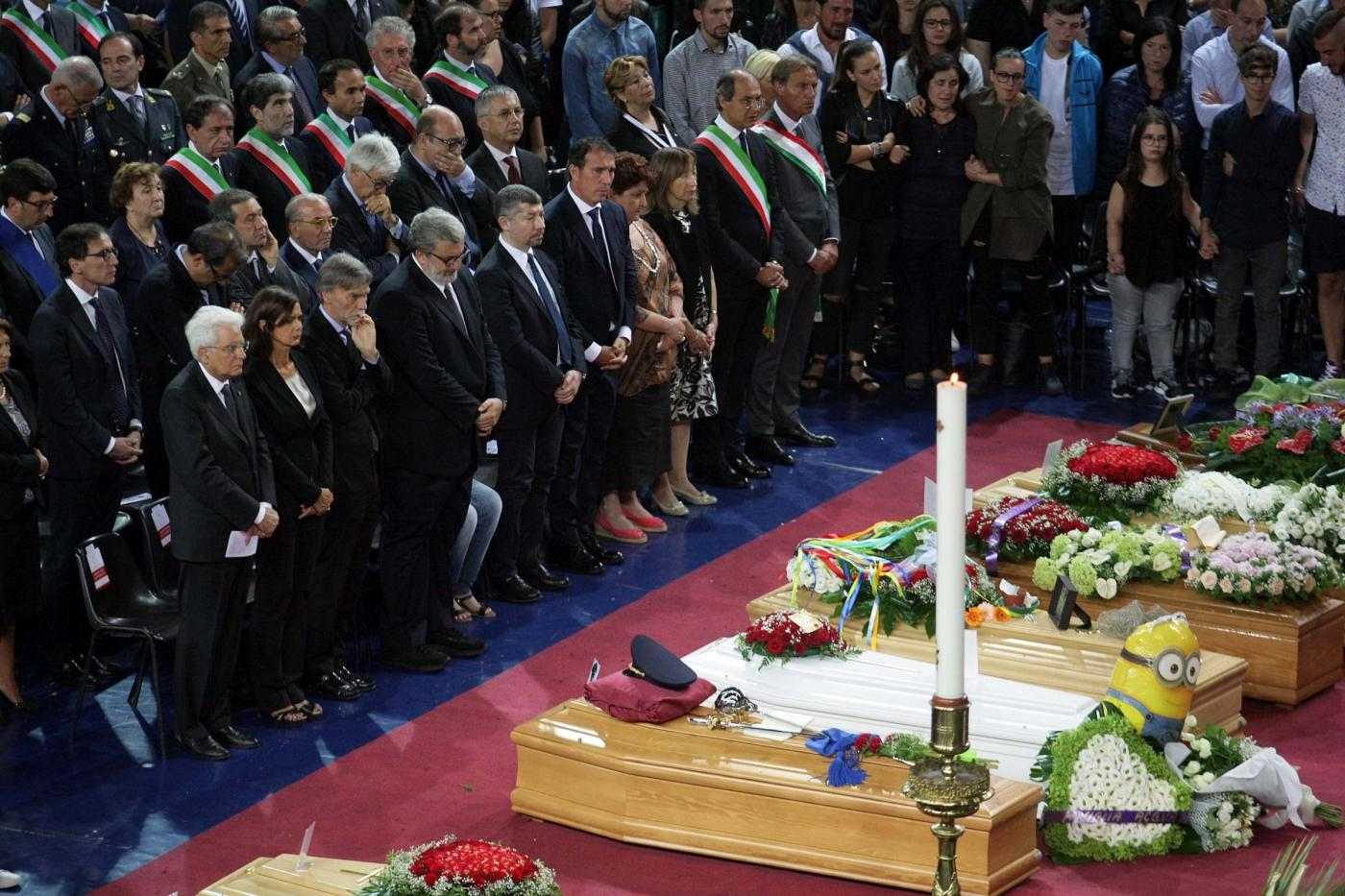 Scontro treni, i funerali ad Andria: è il giorno del dolore. Il vescovo: 'Noi periferia d'Italia'