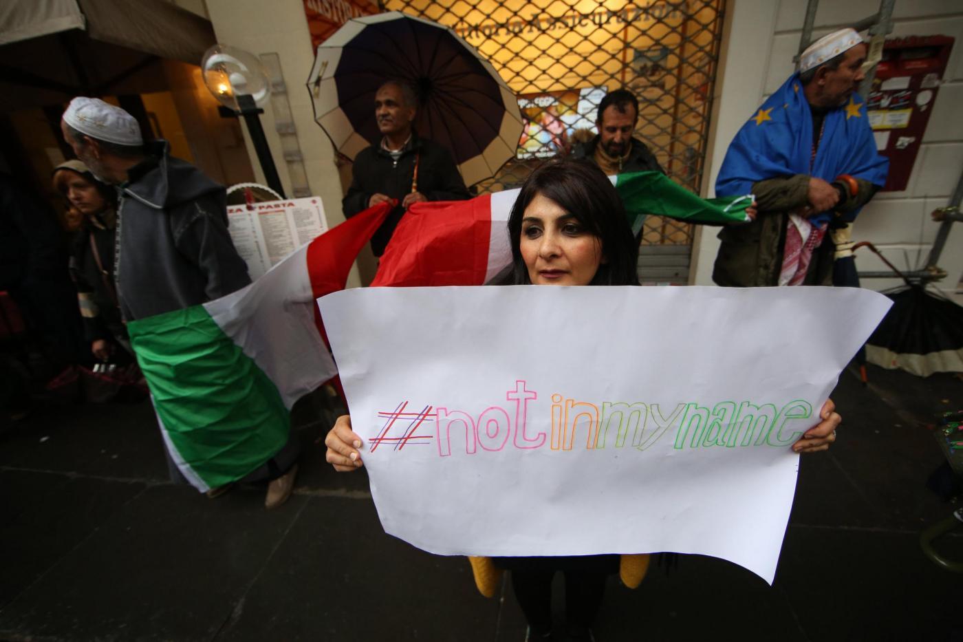 """Manifestazione """"Not in my name"""" dei musulmani contro il terrorismo"""