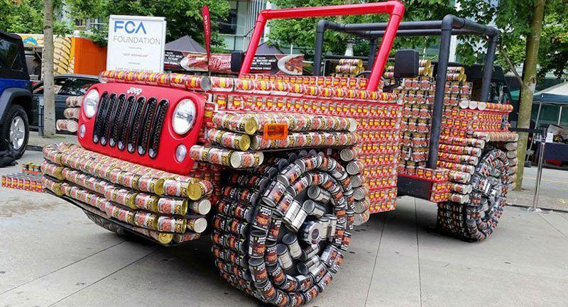 Una Jeep Wrangler costruita con lattine di alluminio