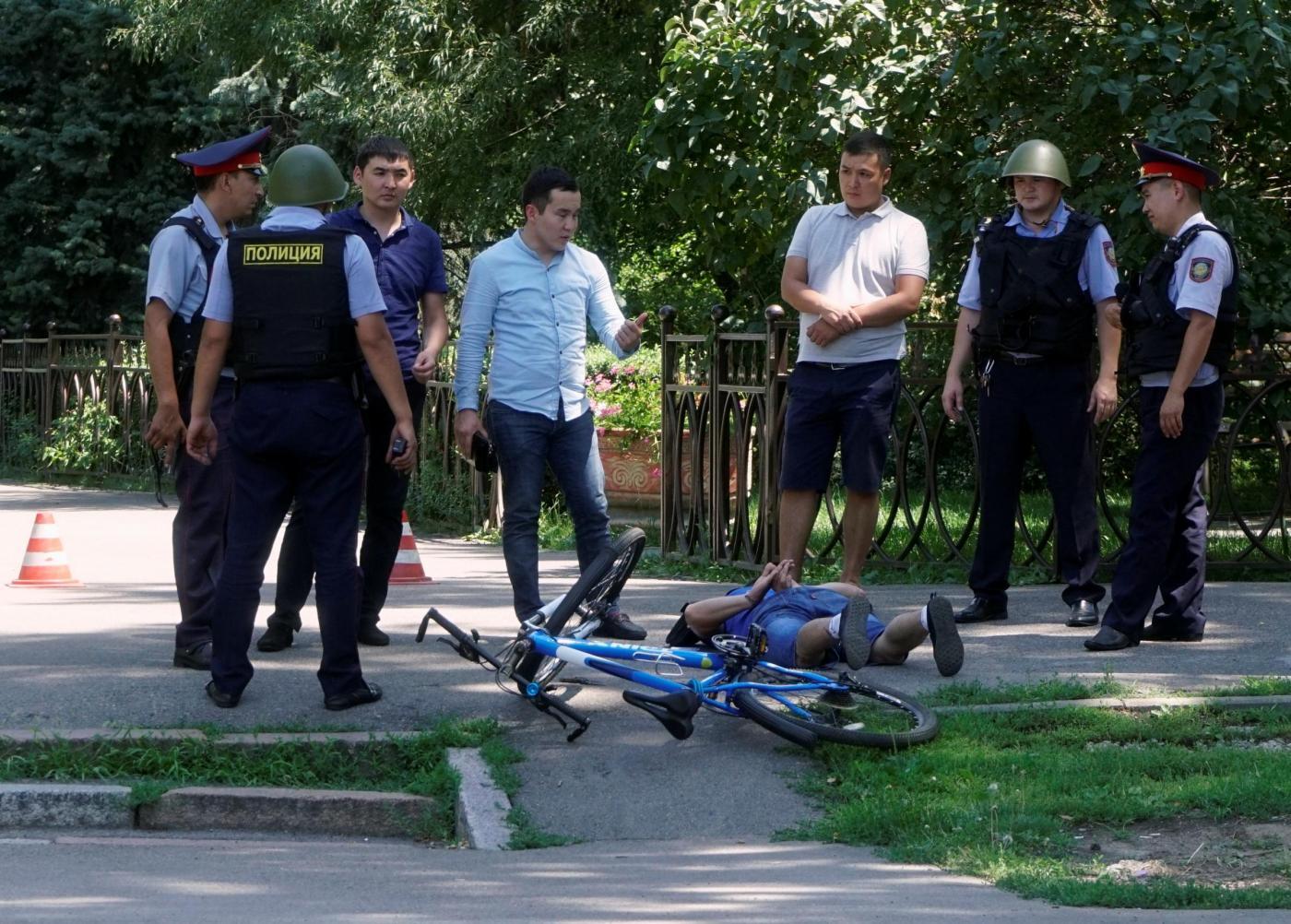 Kazakistan, attacco contro la polizia: 3 agenti e 1 civile morti