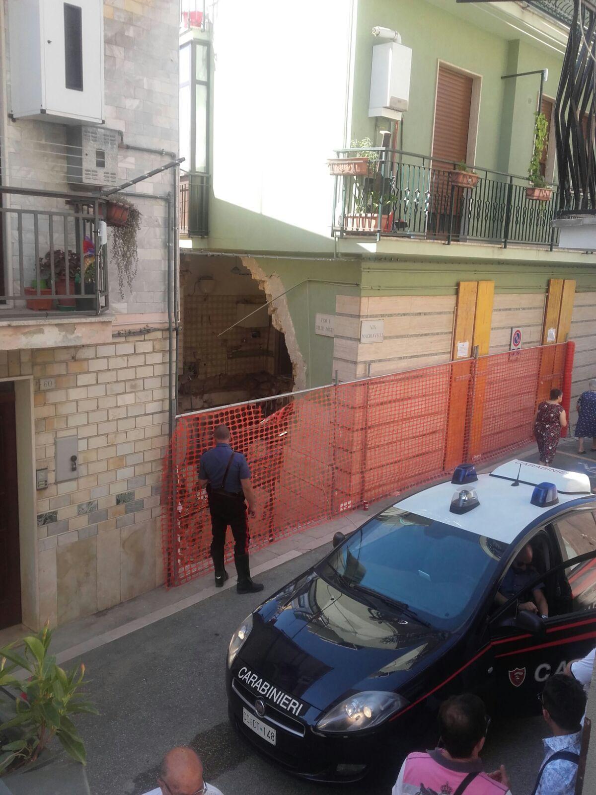Potenza, esplosione in un palazzo: tre morti