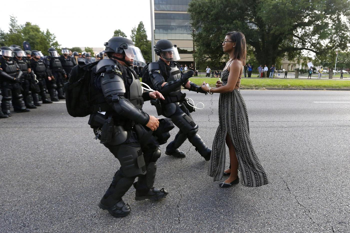 Ieshia Evans, chi è la donna della foto simbolo delle proteste negli USA