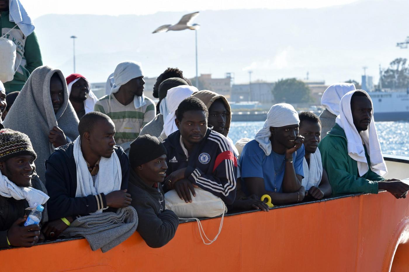 Migranti, nave Aquarius SOS Mediterranee arriva nel porto di Messina
