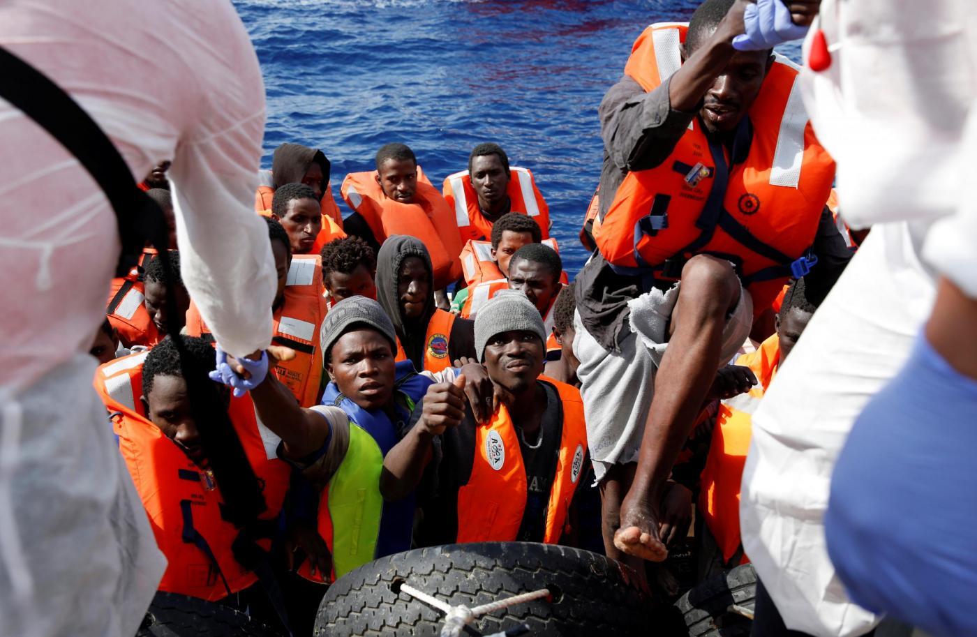 Migranti, il lavoro dei soccorritori nel Mar Mediterraneo