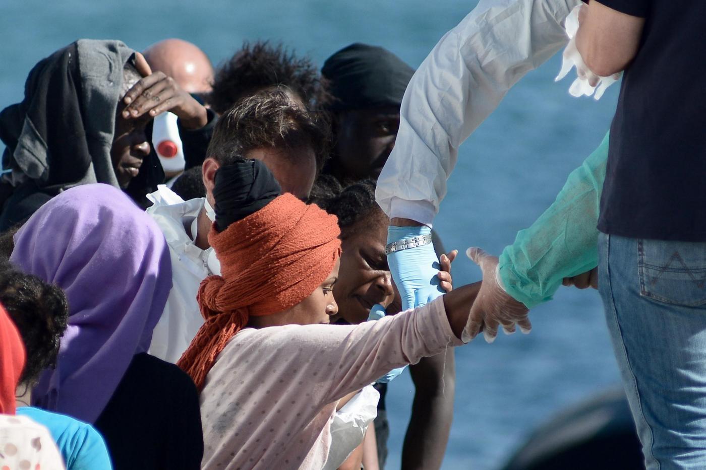 Migranti, nave di Msf recupera 22 cadaveri: aperta un'inchiesta