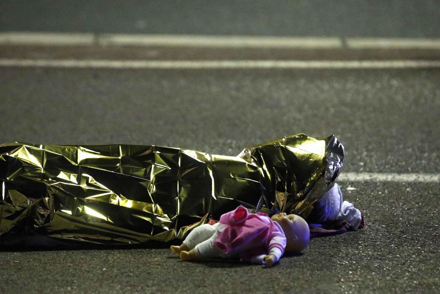 Attentato a Nizza, il dramma dei bambini
