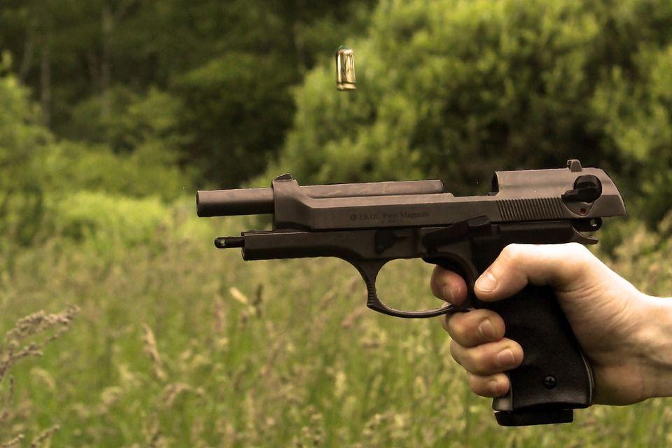 Stati Uniti, bambina di tre anni trova una pistola e si uccide