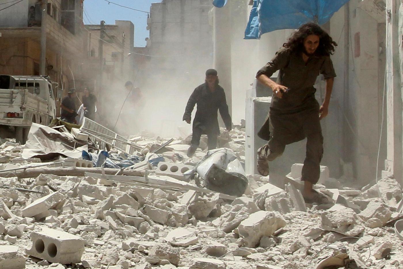 Siria: bombardamenti su una clinica ostetrica, morti bambini