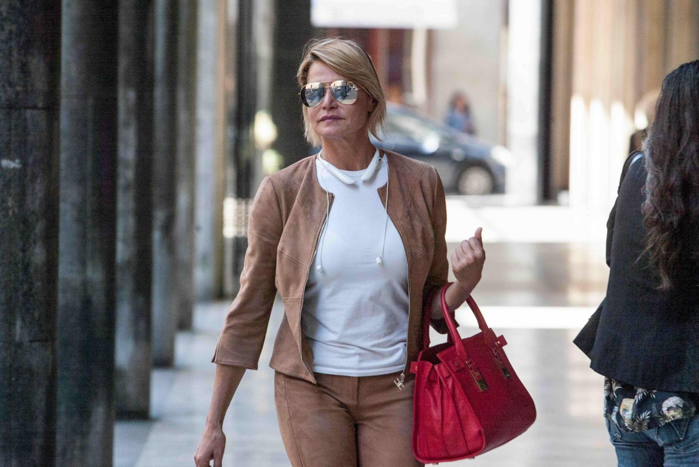 Simona Ventura in via Montenapoleone a Milano
