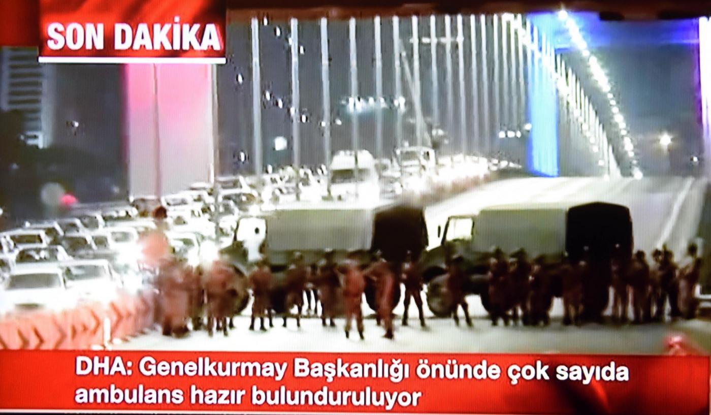 Turchia, premier denuncia: golpe militare in corso