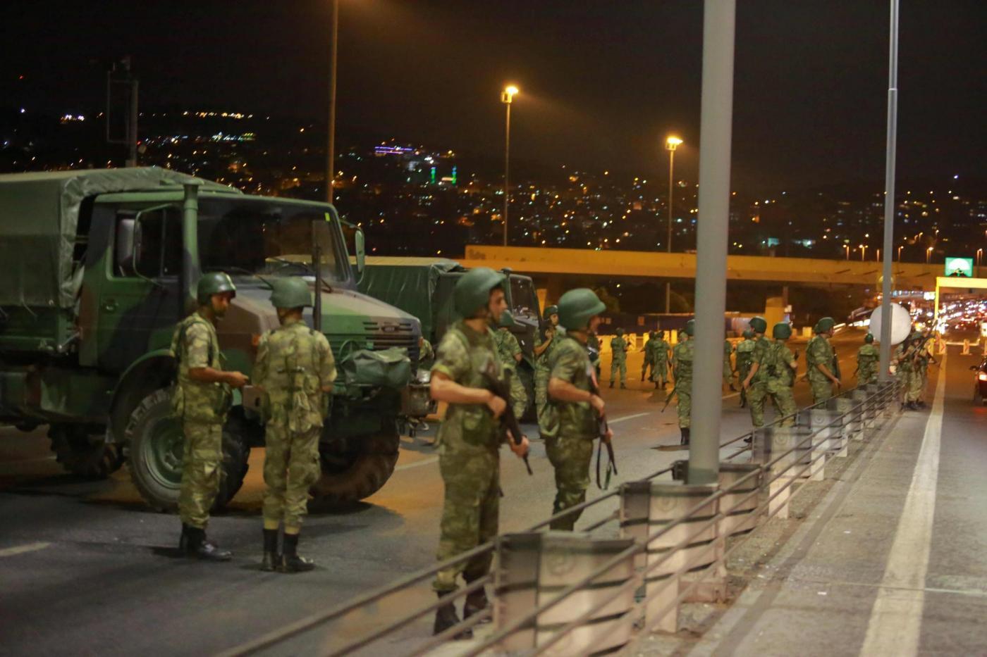 Premier Turchia denuncia: golpe militare in corso