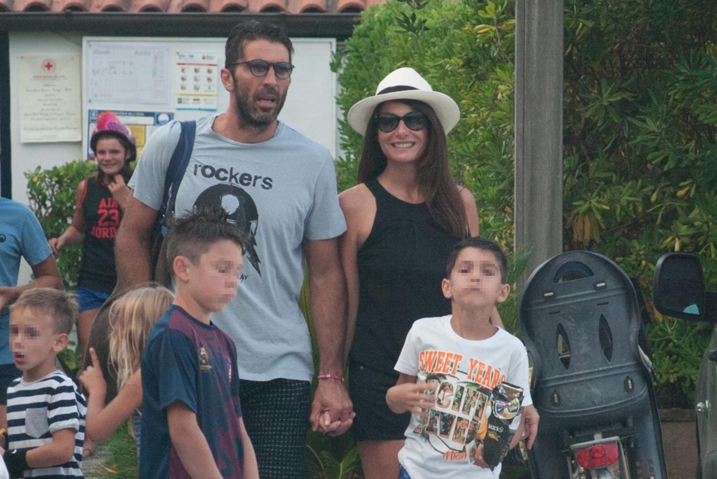 Gigi Buffon e Ilaria D'Amico, vacanza e battesimo in Versilia