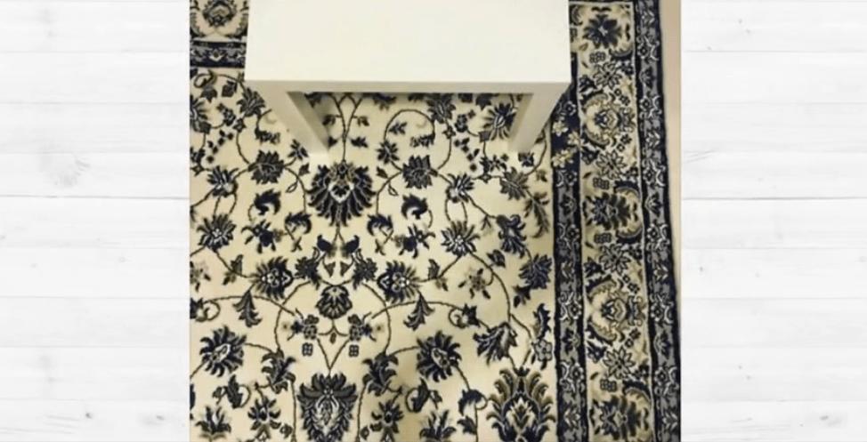 smartphone sul tappeto
