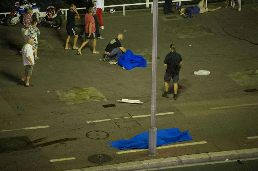 Attentato a Nizza: c'era solo un'auto della Polizia a controllare la Promenade