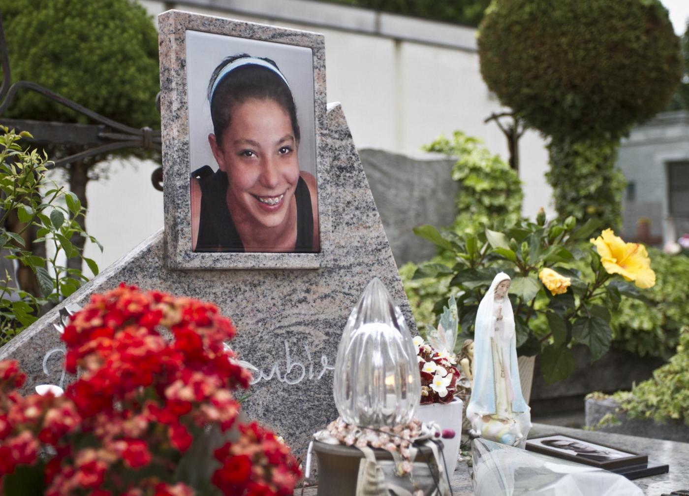 Caso Yara Gambirasio : la tomba di Yara al cimitero di Brembate