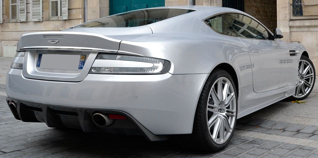 Aston Martin DBS V12 007 4