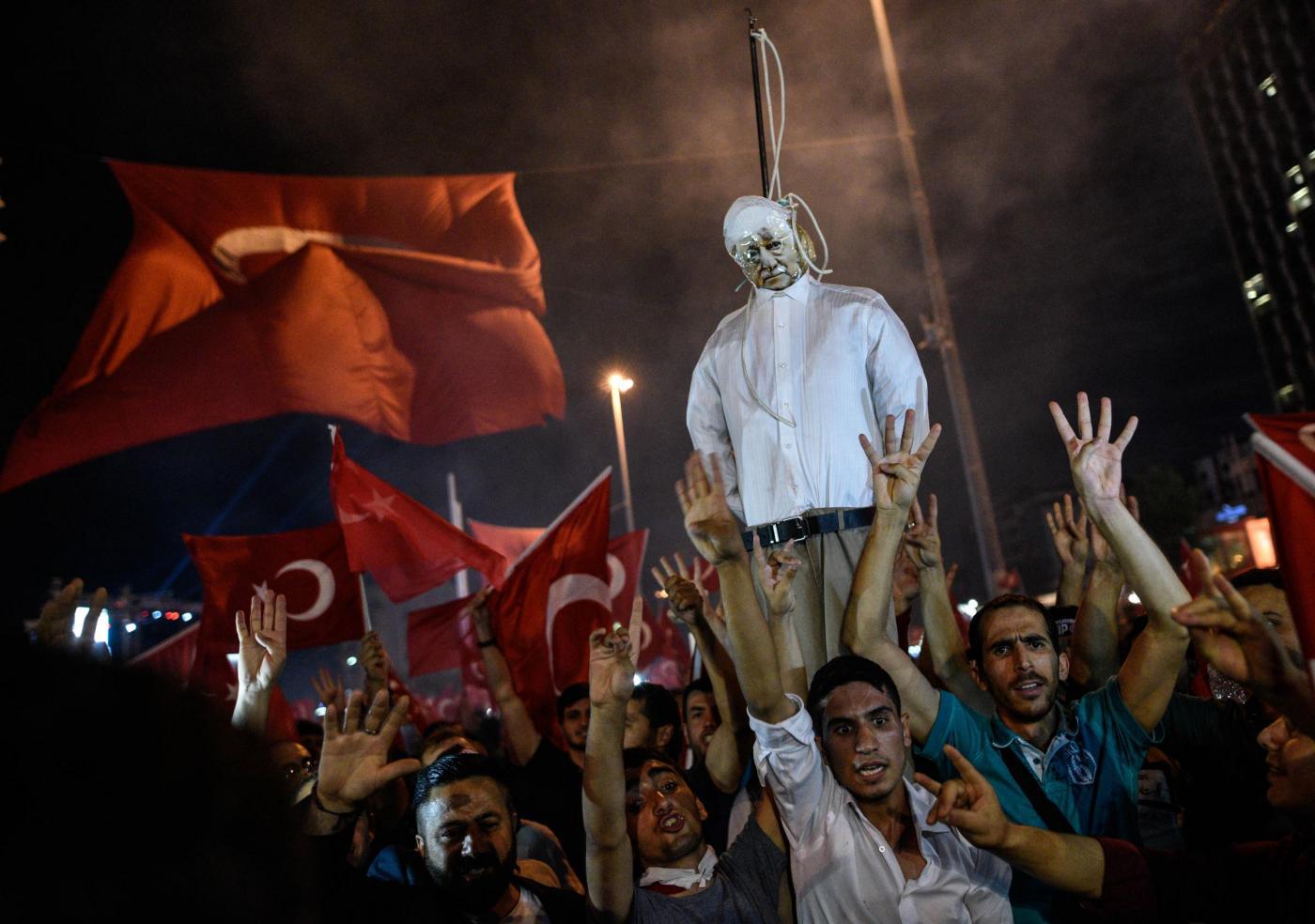Turchia, mandato di cattura per Fethullah Gulen