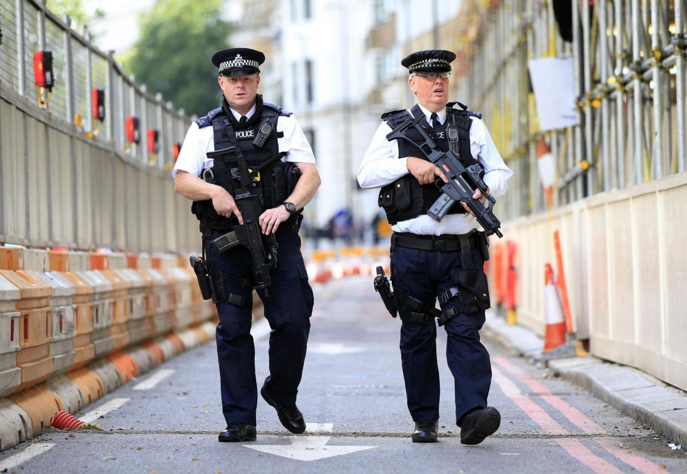 Terrorismo, Londra aumenta il numero degli agenti armati nelle strade