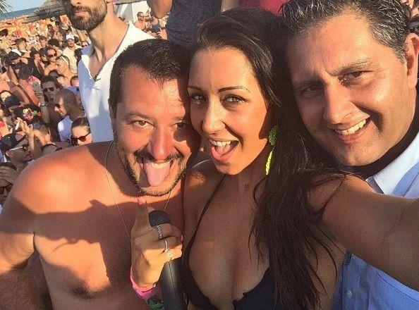 Matteo Salvini a Milano Marittima: selfie e bagno di folla social