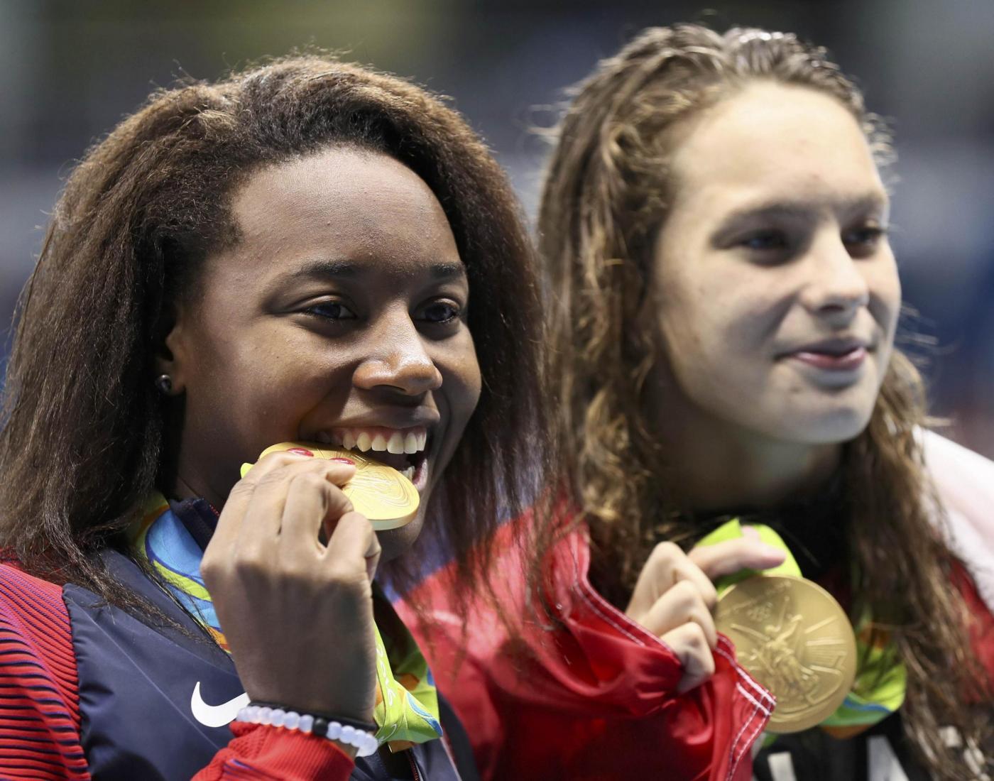 Simone Manuel nella storia: primo oro di un'atleta di colore nel nuoto