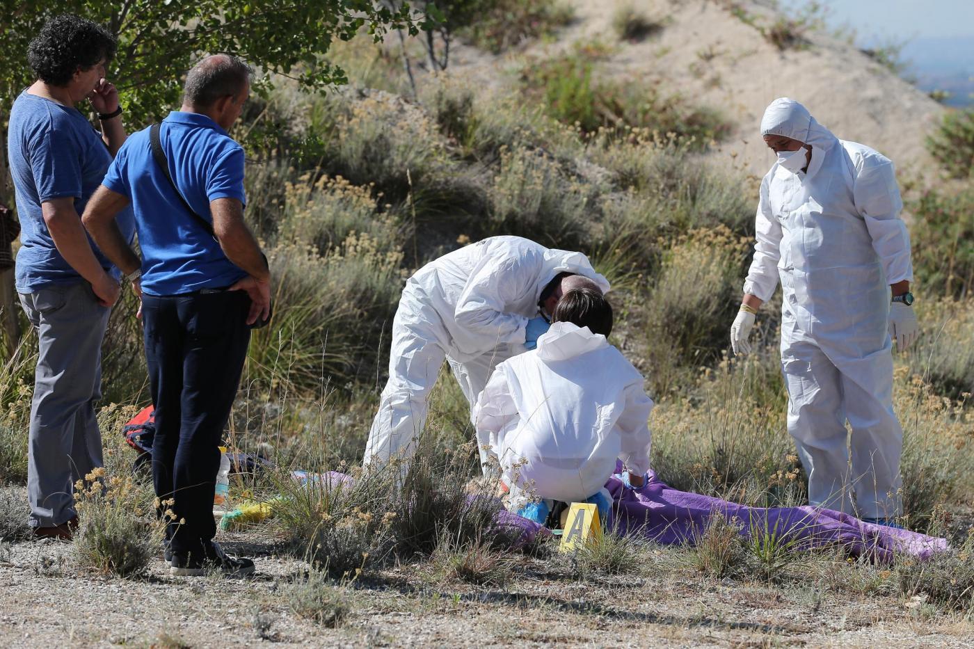 Uccide la compagna con 12 coltellate e si costituisce ai carabinieri