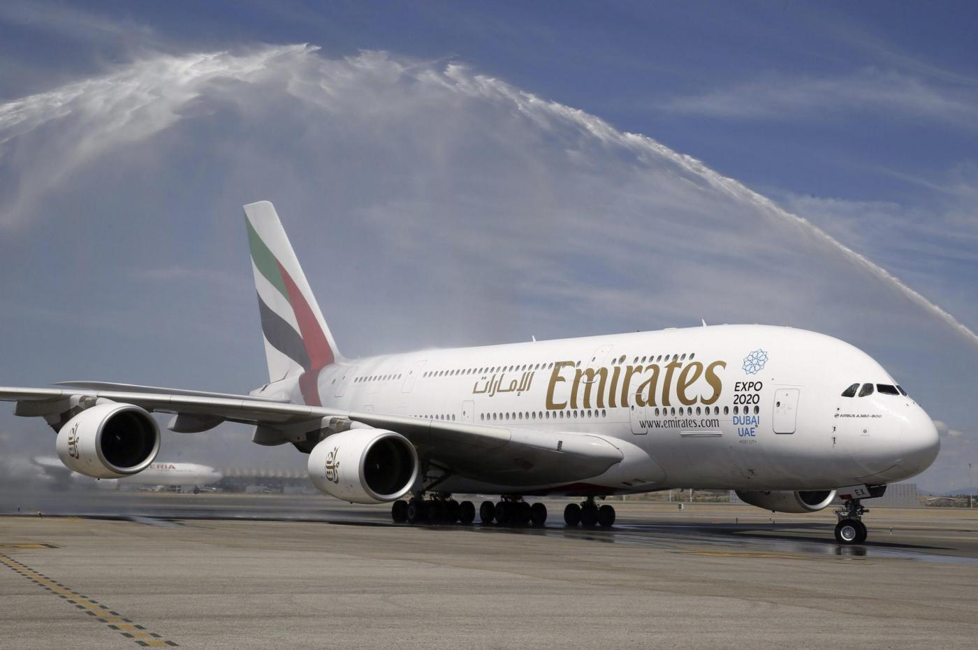 Dubai, aereo Emirates in fiamme: atterraggio d'emergenza