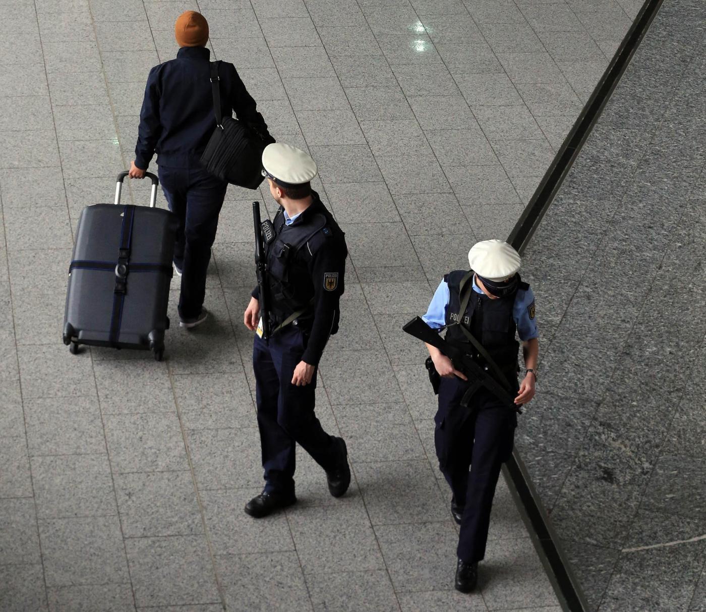 Controlli all'aeroporto di Francoforte dopo attentati Bruxelles