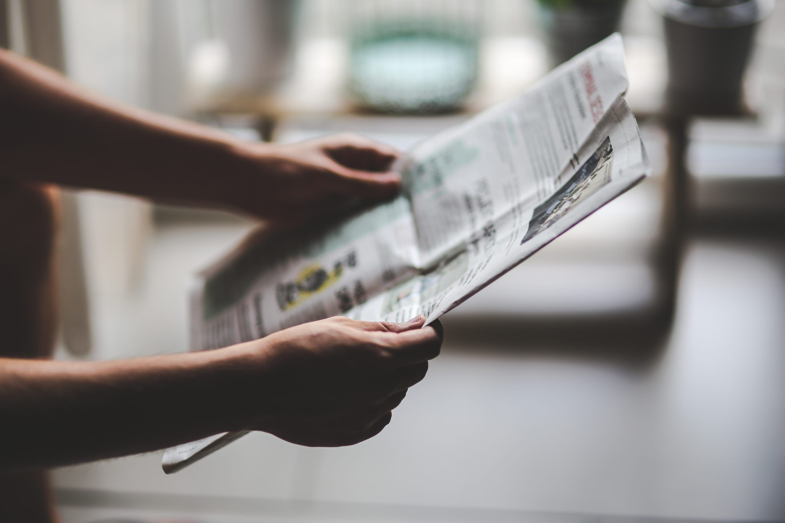 Titoli di giornale divertenti, comici e assurdi per notizie vere