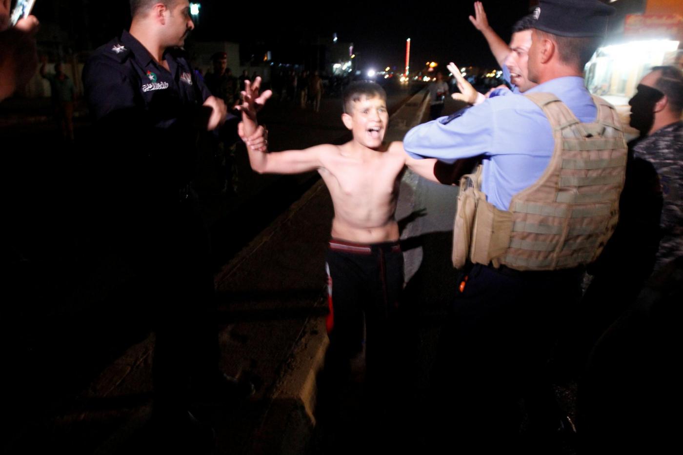 Iraq, forze di sicurezza irachene strappano cintura esplosiva da un ragazzo a Kirkuk